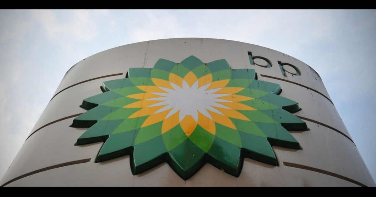BP has been banned from winning new contracts with the US government, which says the oil company showed a