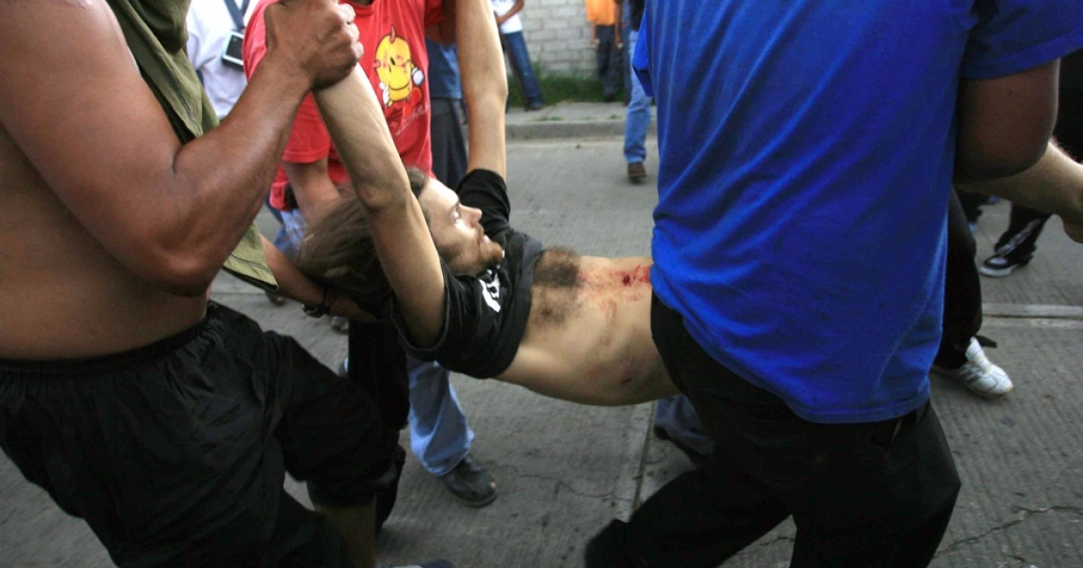 Members of the Oaxaca People's Popular Assembly (APPO) try to help US cameraman Brad Will after he was shot, in Oaxaca, Mexico, Oct. 27, 2006. Will and a teacher were shot dead during violent uprisings. Mexico authorities announced Wednesday the arrest of a new suspected killer.</p>