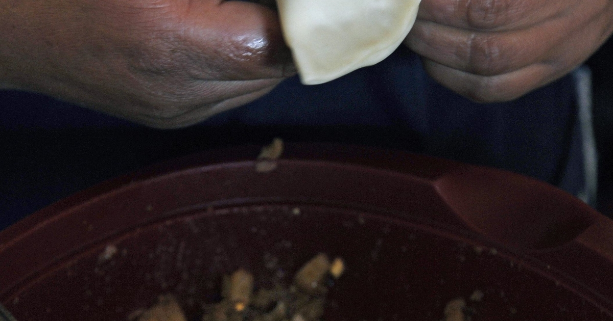 Garanhuns Police Commander Democrito de Oliveira told a news conference the suspects had confessed to eating their victims' flesh, and that one of the female suspects said she had used the flesh for making empanada pasties which she sold in the town.</p>