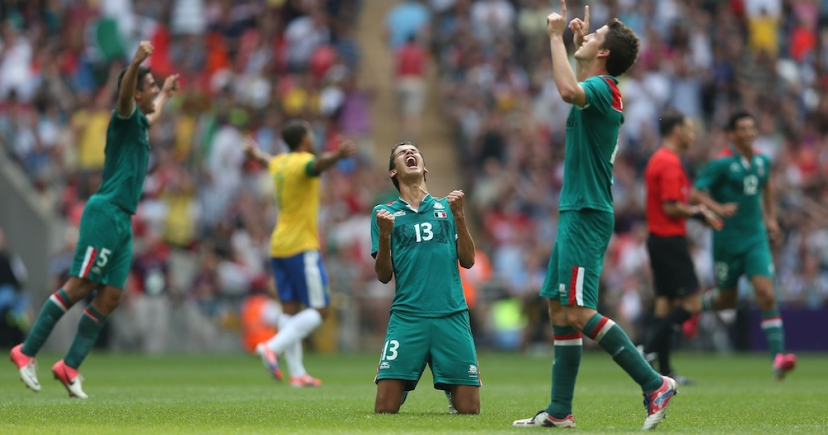 Diego Reyes of Mexico falls to his knees and celebrates winning the goal medal after victory in the Men's Football Final between Brazil and Mexico at the London 2012 Olympic Games on Aug. 11, 2012.</p>