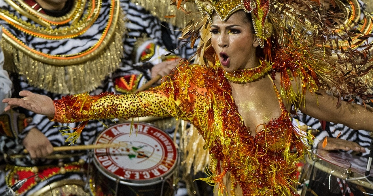 A dancer of Mocidade Alegre samba school dances ahead of drummers during the second night of carnival celebrations in Sao Paulo on February 19, 2012.</p>