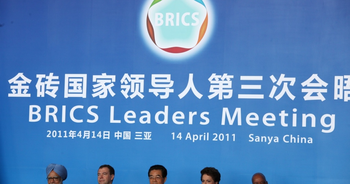 India's Prime Minister Manmohan Singh, Russia's President Dmitry Medvedev, China's President Hu Jintao, Brazil's President Dilma Rouseff and South Africa's President Jacob Zuma pose before a joint press conference during the BRICS summit in Sanya, on the southern Chinese island of Hainan on April 14, 2011.</p>