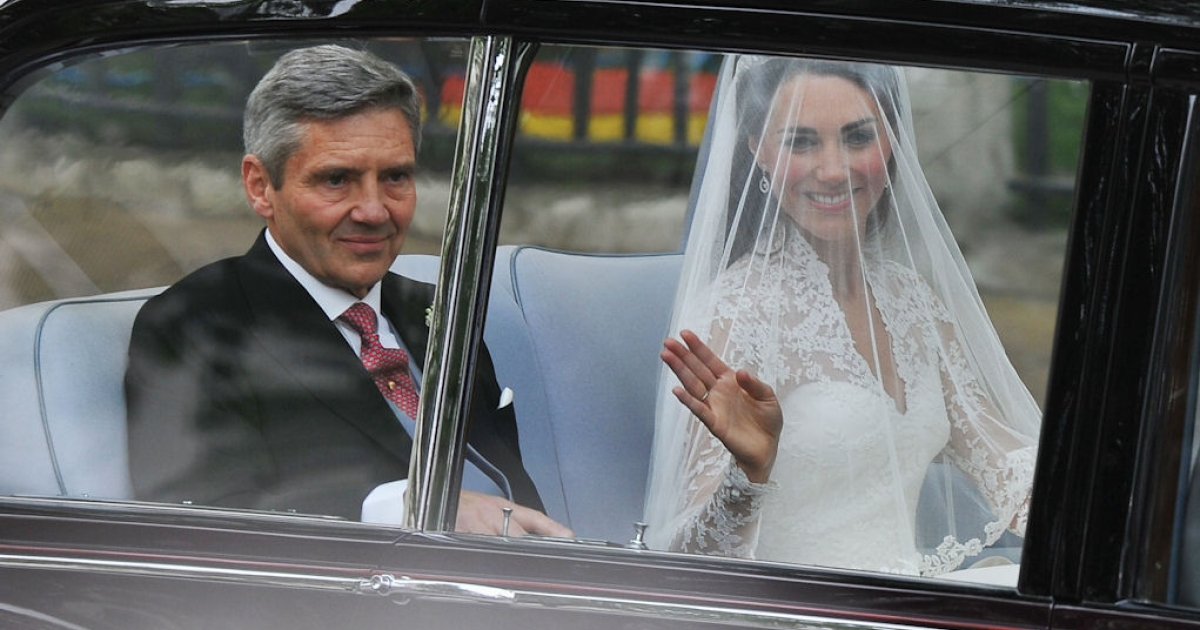 Kate Middleton and her father, Michael Middleton, arrive for her wedding to Prince William at Westminster Abbey on April 29, 2011 in London, England.</p>