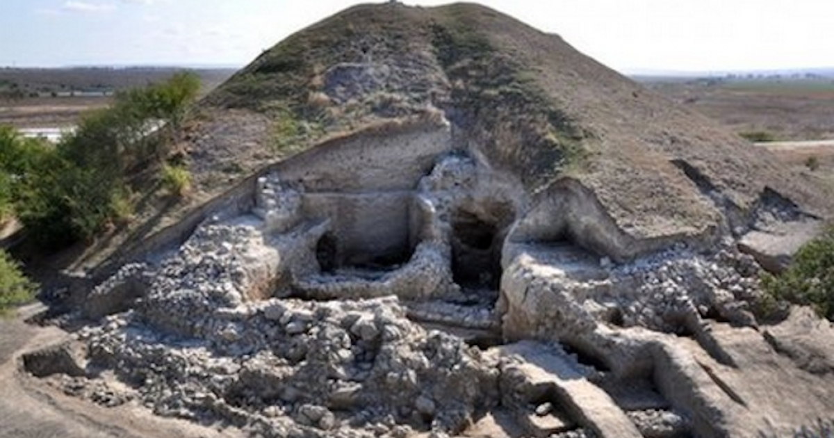 Archaeologists in Bulgaria say they have uncovered the oldest prehistoric town found to date in Europe.</p>