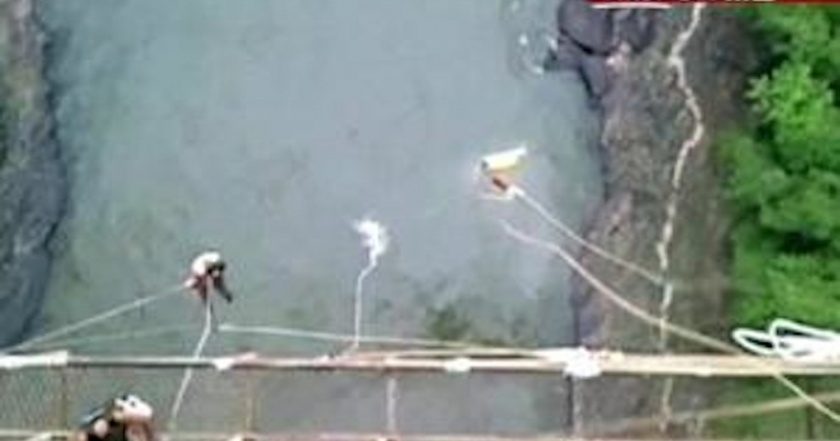 Erin Langworthy makes a splash as she plummets into the Zambezi River after her bungee cord breaks during her jump in Victoria Falls. Image grabbed from video footage taken at the scene.</p>