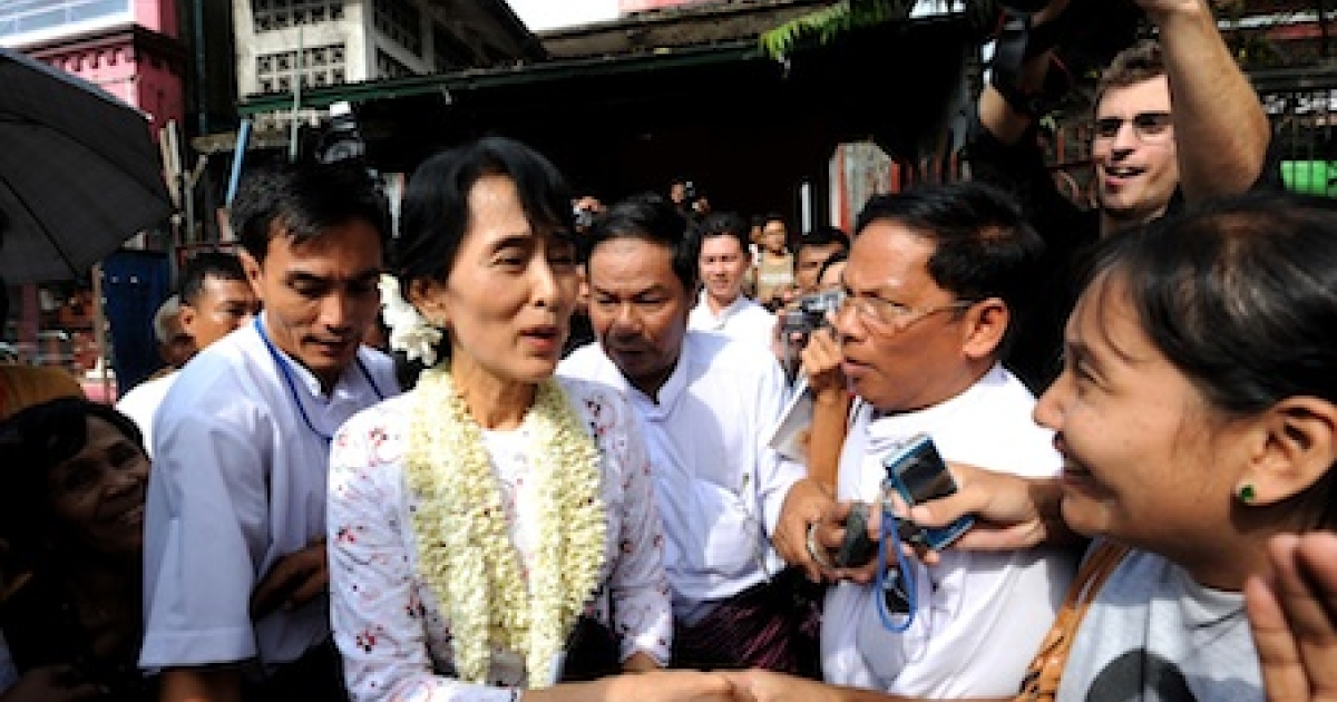 Myanmar democracy icon Aung San Suu Kyi greets supporters after her press conference on the anniversary of her release at the National League for Democracy (NLD) headquarters in Yangon on November 14, Myanmar.</p>