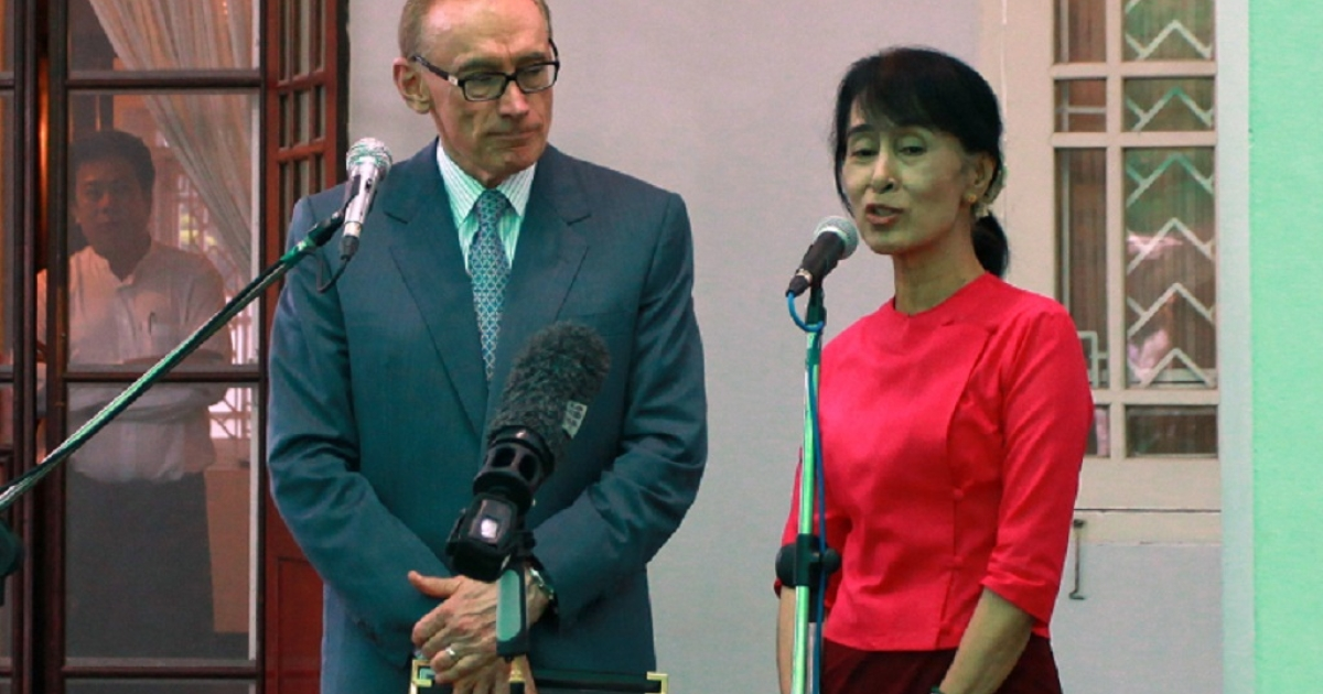 Myanmar's opposition leader Aung San Suu Kyi photographed outside her house in Yangon with Australia's Foreign Minister Bob Carr during his three-day visit to the country.</p>