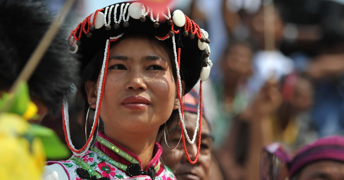 A Kachin tribe woman listens to a speech by pro-democracy leader Aung San Suu Kyi during her visit to the town of Moe Kaung on February 23, 2012. The Kachin rebels were scheduled to hold peace talks with the Burmese government on March 8, 2012.</p>