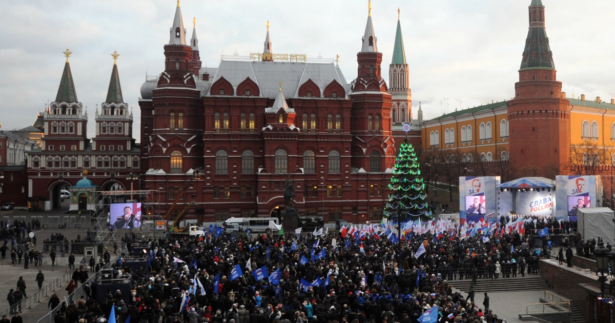 Supporters of Russian prime minister Vladimir Putin take part in a rally near the Kremlin wall in central Moscow on December 12, 2011. Election fraud claims reported by Russia's opposition will not alter the outcome of this month's disputed parliamentary polls, Prime Minister Vladimir Putin's spokesman said.</p>
