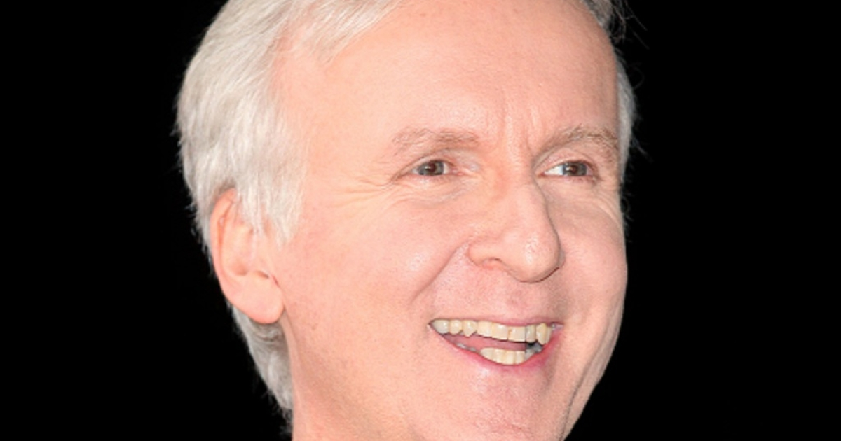 Hollywood director James Cameron has reached the bottom of the MarianTrench, the oceans' deepest point, where he Tweeted: