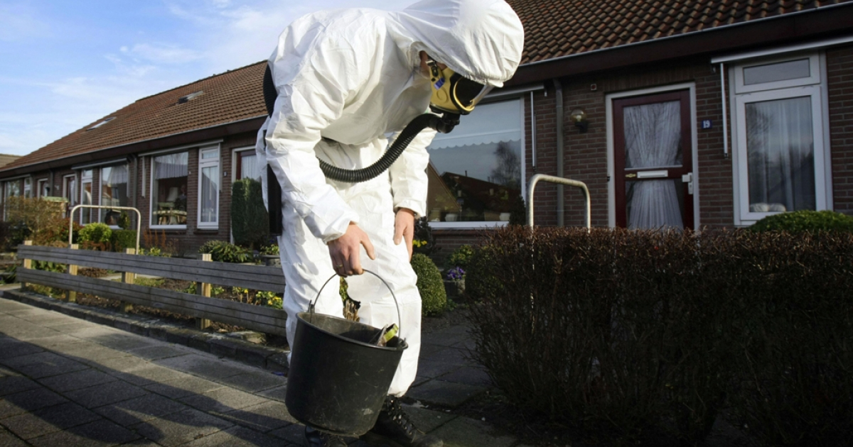 An asbestos removal specialist looks for asbestos fibers in the small Dutch village of Vroomshoop on Jan. 14, 2008.</p>