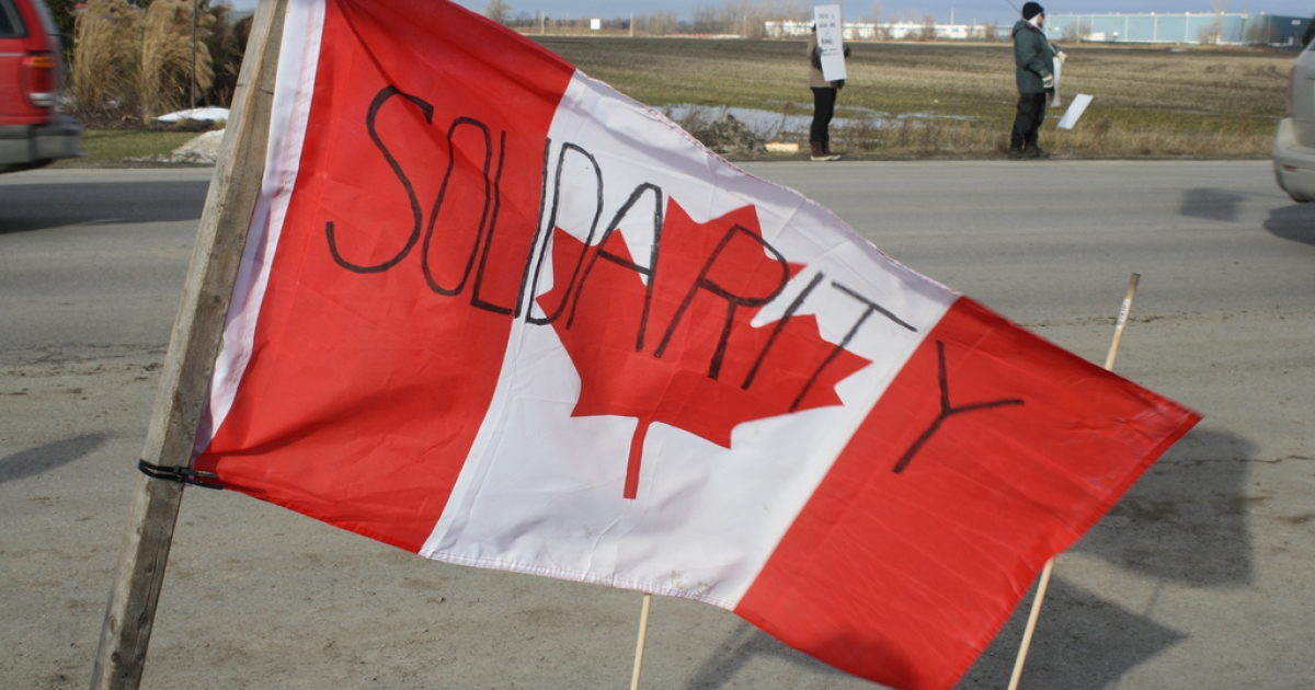 Canadian Auto Workers Local 88 holds a 'Solidarity BBQ' for locked out Electro-Motive workers on January 7, 2012.</p>