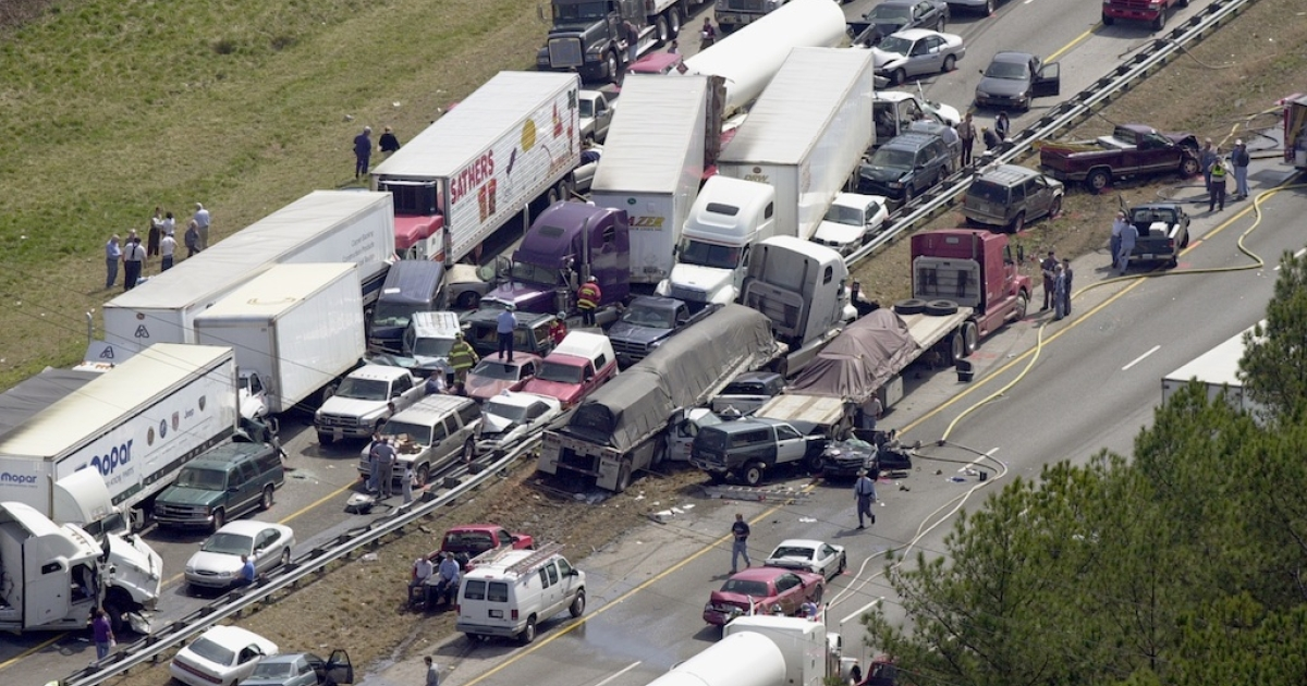 Dozens of vehicles sit in the northbound lanes of Interstate 75 after a deadly pileup along a foggy stretch of raod March 14, 2002 in Ringold, northwest Georgia.</p>