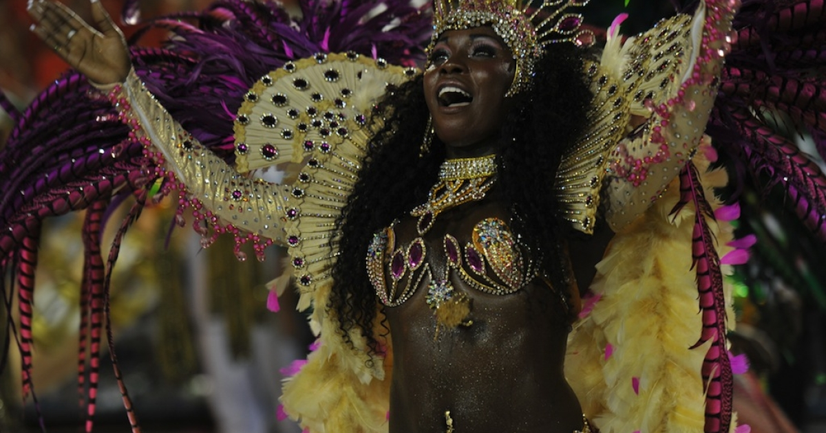 A reveller of Mangueira samba school performs during the second night of Carnival parades at the Sambódromo in Rio de Janeiro, early on February 21, 2012.</p>