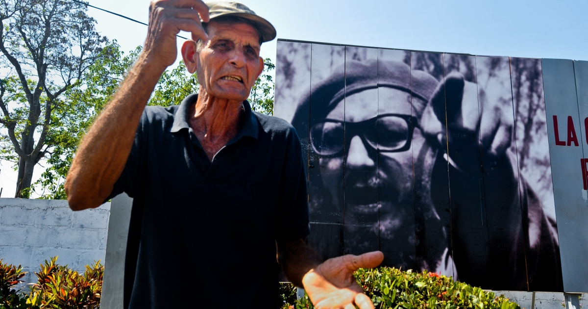 Former Bay of Pigs veteran Guillermo Alvarez gestures at the place where Fidel Castro had his command post during the invasion 50 years ago, on April 17, 2011 near the Bay of Pigs, in the Matanzas province, Cuba.</p>