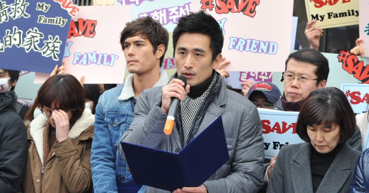 Cha In Pyo, a famous South Korean actor, leads an anti-Beijing protest outside the Chinese embassy in Seoul on Feb. 26, 2012.</p>