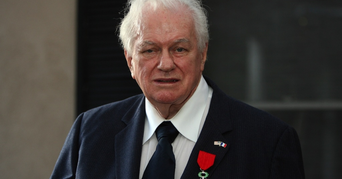 US World War II Veteran veteran and actor Charles E. Durning poses after being awarded the National Order of the Legion of Honor by French Consul Philippe Larrieu on April 22, 2008 in Beverly Hills, California. The award is the highest honor that France bestows on its citizens and foreign nationals. In recognition of the 60th anniversary of the landing of the Allied forces at Normandy, France on June 6, 1944, approximately 100 Legion of Honor medals are awarded every year to US World War II veterans with very distinguished records in France.</p>