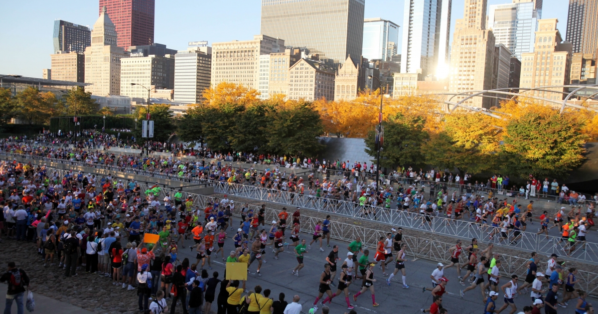 Thousands of runners turned out for the Bank of America Chicago Marathon on October 9, 2011 in Chicago, Illinois.</p>