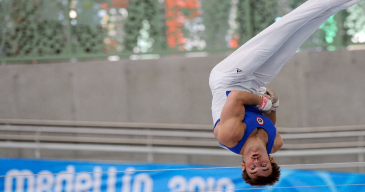 Chilean Tomas Gonzalez competes in the uneven bars during the IX South American Games (Odesur Games) in Medellin, Antioquia department, Colombia on March 23, 2010.</p>