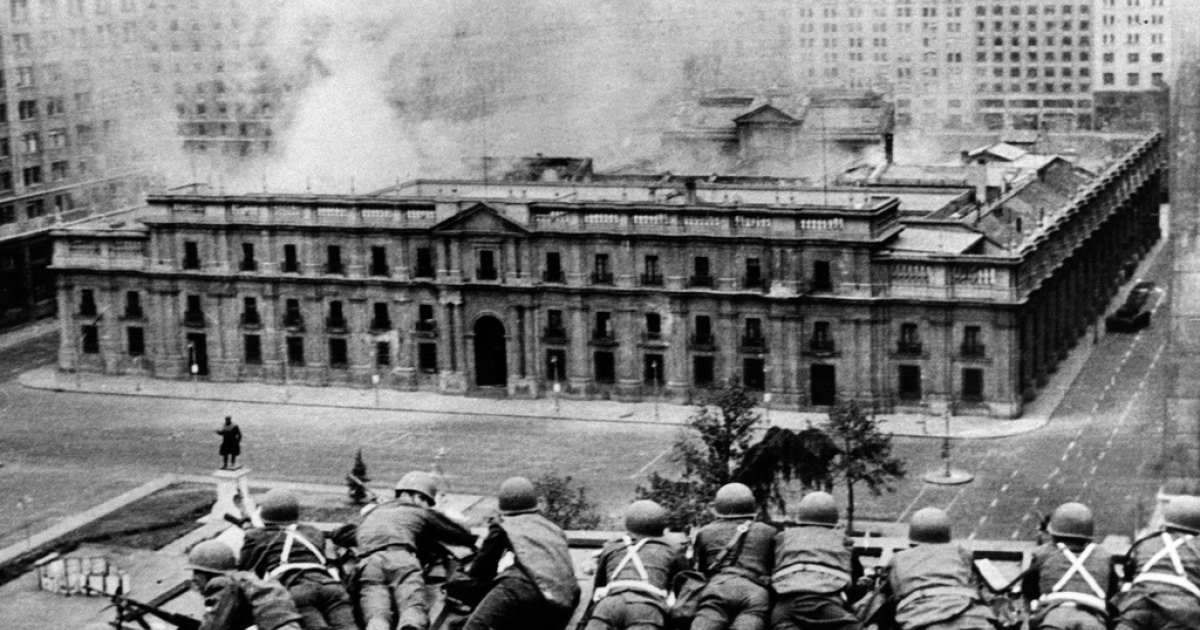 Chilean Army troops fire on the La Moneda Palace on Sept. 11, 1973.</p>