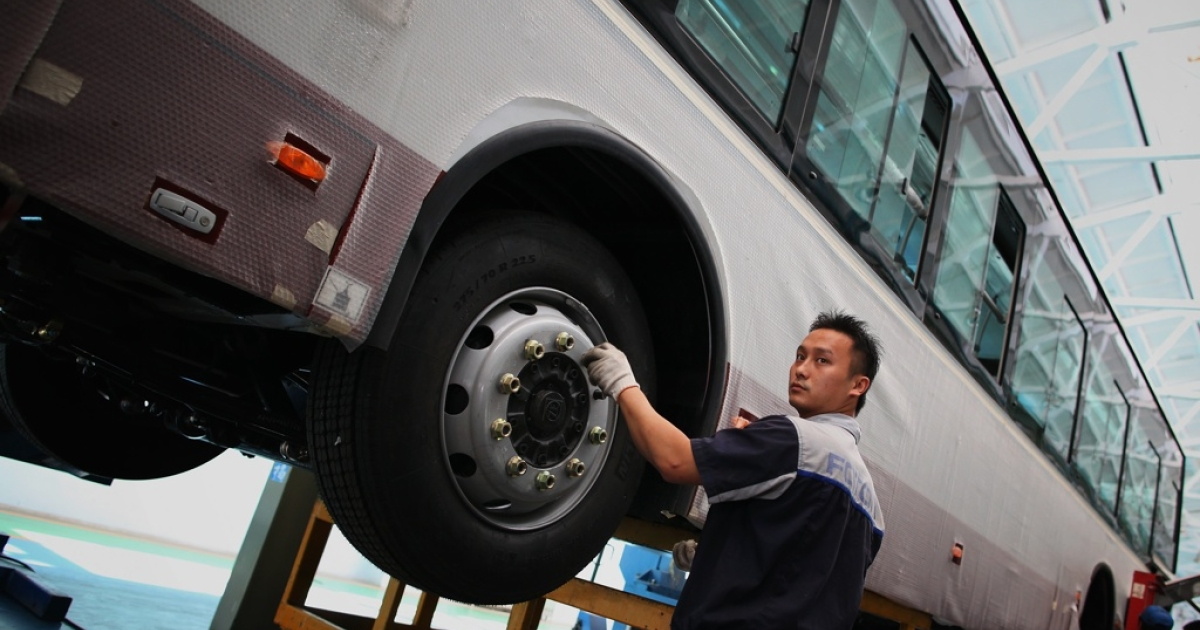 Chinese workers assemble a hybrid bus at a factory of Chinese auto manufacturer Beiqi Foton Motor Co., Ltd on September 11, 2009 in Beijing, China.</p>