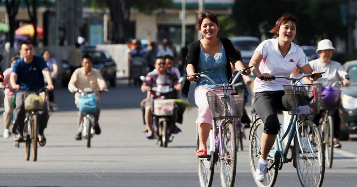 Cyclists make their way along a street in Beijing on May 25, 2010. With road congestion and air pollution ever worsening, officials in various Chinese cities are trying to revive once-thriving bicycle culture by offering a bike-share programs, similar to those seen in Europe and the United States.</p>