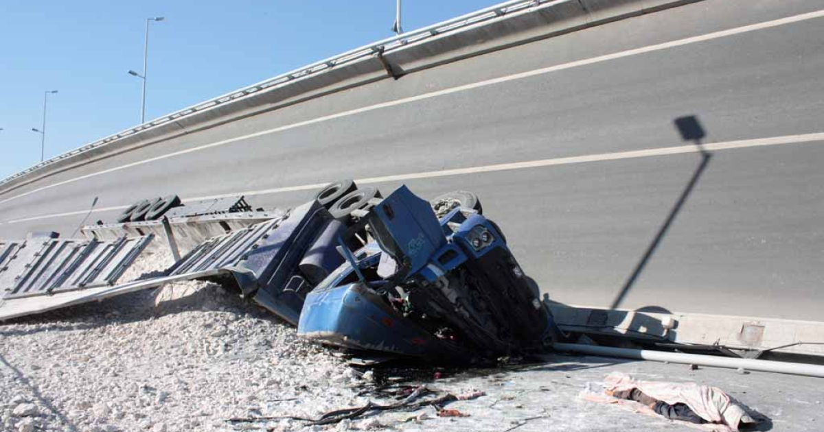A body lies near to a crushed truck, situated under a collapsed eight-lane suspension bridge in Harbin, northeast China's Heilongjiang province on Aug. 24, 2012.</p>