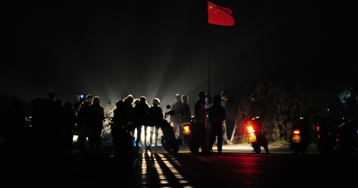 Villagers dismantle a tree barricade on a bridge leading into the village of Wukan, after residents reached an agreement with government officials over illegal land grabs and the death in custody of a local leader in Wukan, Guangdong Province on December 20, 2011. The village of around 13,000 inhabitants accused local officials of stealing communal land without compensating them with anger boiling over with the death in police custody of a village leader tasked with negotiating with authorities over the row.</p>