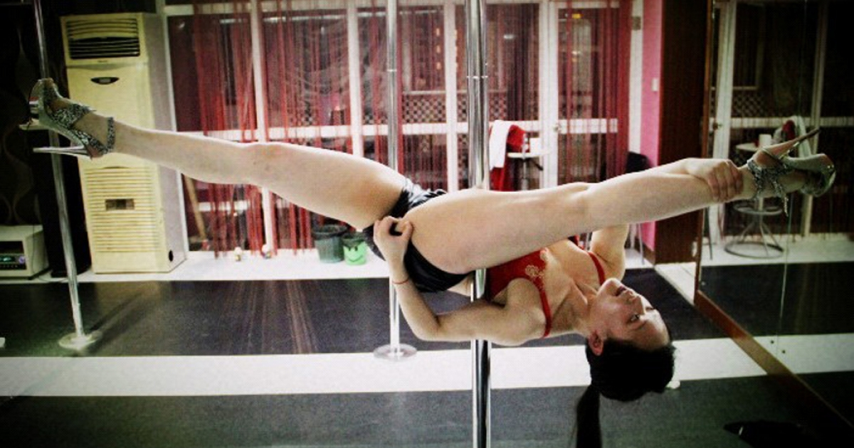 Su Tongyu, pole-dancing instructor in Shanghai, shows off her moves.</p>