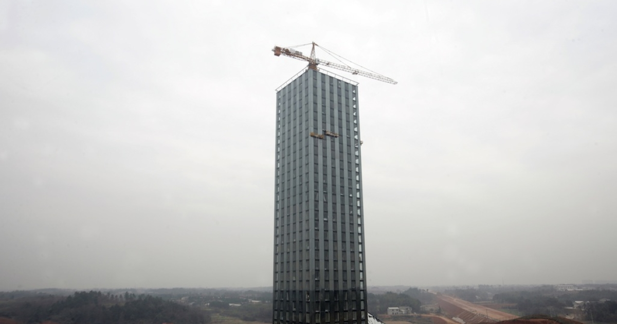 This photo taken on December 26, 2011 shows a 30-story hotel building of China's Board Group under constrcution near the Dongting lake in Changsha, in central China's Hunan province. Broad Sustainable Building, the same company behind the plans for Sky City, took only 15 days to complete the hotel's construction.</p>