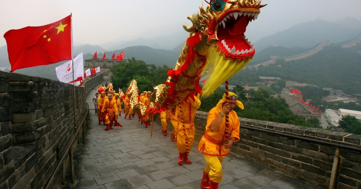 Dancers perform a dragon dance on the Great Wall in Badaling, China, about 50 miles north of Beijing on August 5, 2008.</p>