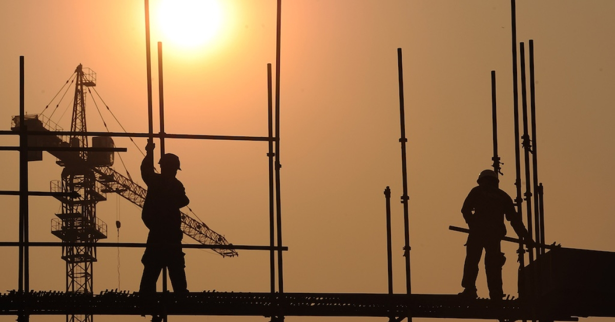 This picture taken on September 26, 2012 shows workers on a scaffold at a construction site in Hefei, in central China's Anhui province. Beijing recently approved a massive infrastructure package as the government seeks to boost the flagging economy.</p>