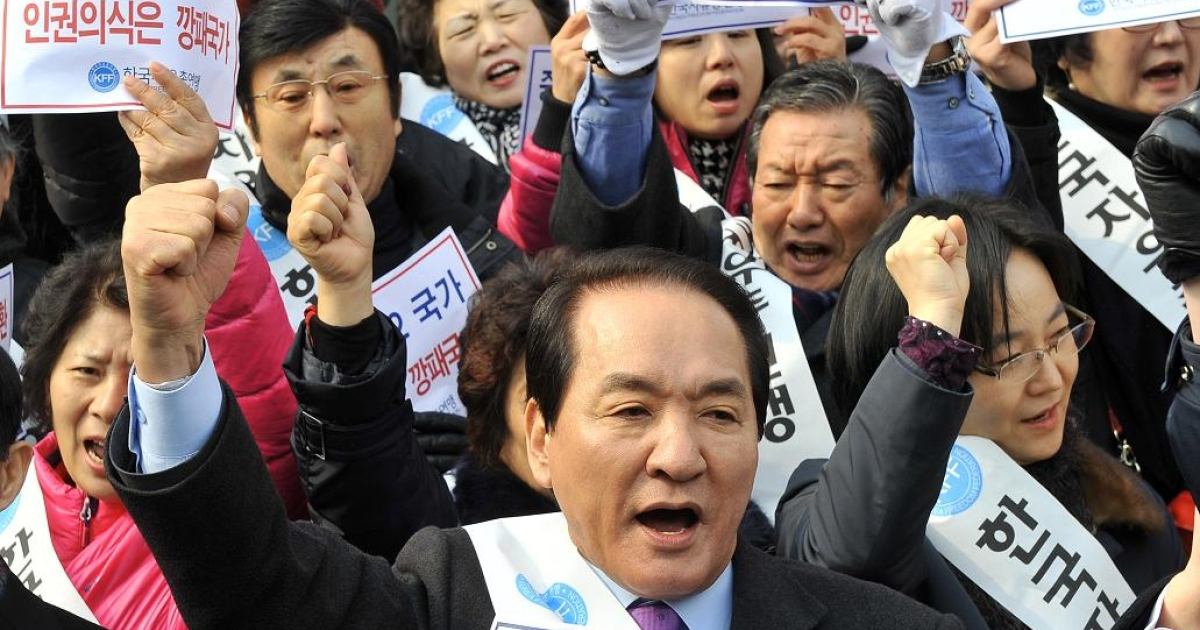 South Korean rights activists shout slogans outside the Chinese embaasy in Seoul during a rally demanding that Beijing scrap plans to repatriate arrested refugees from North Korea.</p>