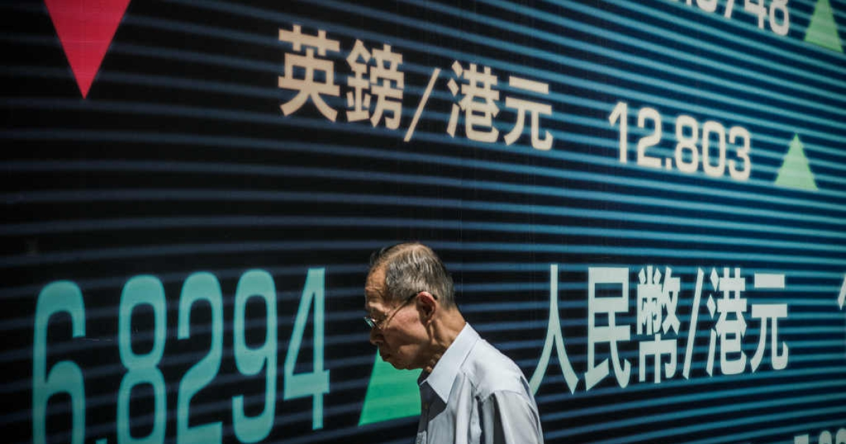 Asian markets edged lower on August 20 in subdued holiday trade while Hong Kong stocks ended flat, edging down 0.06 percent as traders geared up for a week of volatile trading ahead of corporate earnings reports.</p>