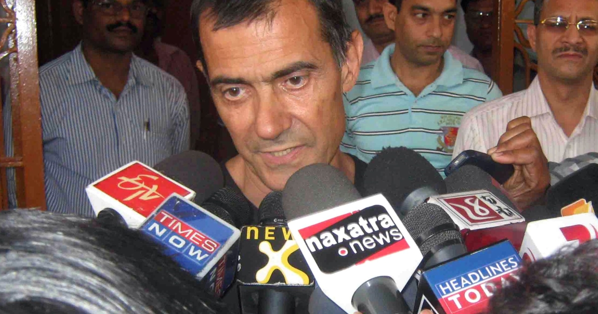 Italian national Claudio Colangelo (C) speaks to the media shortly after being released by his captors in Orissa state on March 25, 2012.</p>