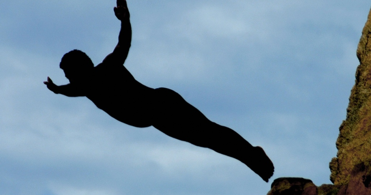 A cliff diver in Acapulco, Mexico makes a jump of 45 metres from 'La Quebrada' on September 29th, 2007.</p>