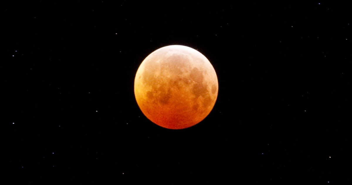 A total lunar eclipse.</p>
