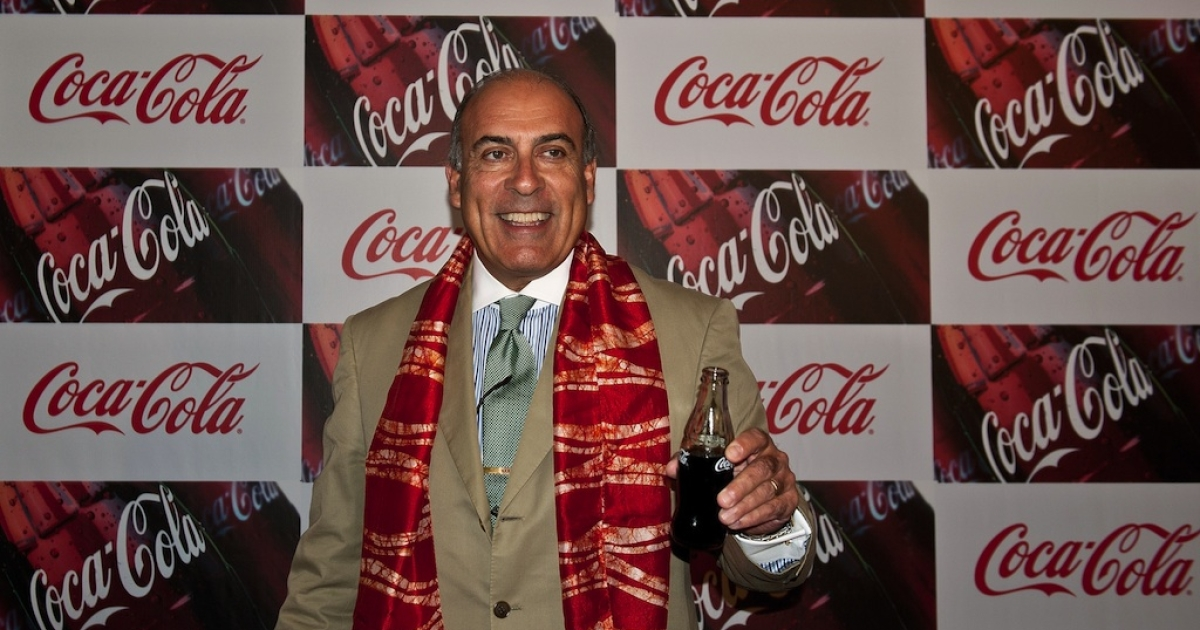 Muhtar Kent, chief executive of Coca-Cola Co, poses with a bottle of the company's trademark beverage during a press conference in New Delhi on June 26, 2012.</p>