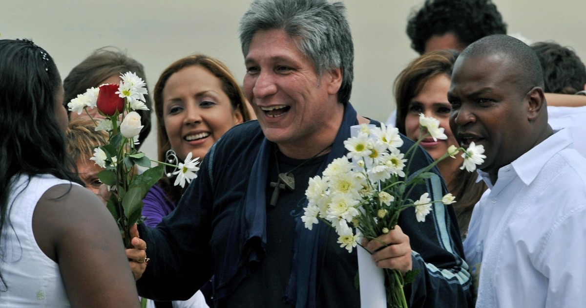 Looking pretty healthy there, for a prisoner, say some of this politician's enemies. Sigifredo Lopez was captured and released by Colombia's FARC guerrillas. But now he's sitting under house arrest, accused of helping to get himself and 11 other politicians kidnapped.</p>