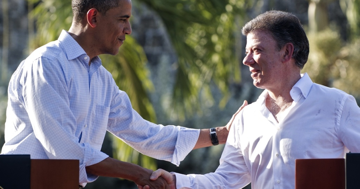 Colombia President Juan Manuel Santos (R) and US President Barack Obama shake hands during a joint press conference in the framework of the VI Summit of the Americas at Casa de Huespedes in Cartagena, Colombia, on April 15, 2012.</p>