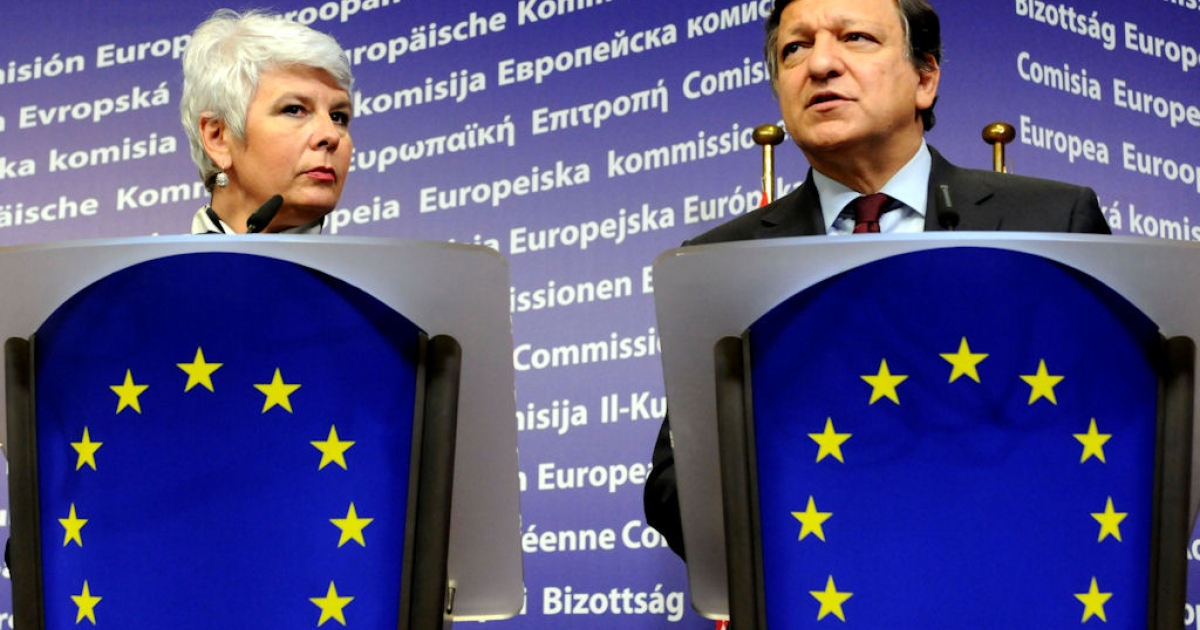 European Union Commission President Jose Manuel Barroso (right) and Croatia's Prime Minister Jadranka Kosor deliver remarks during their joint press conference following their meeting at the EU Commission headquarter in Brussels, on Oct. 25, 2010.</p>