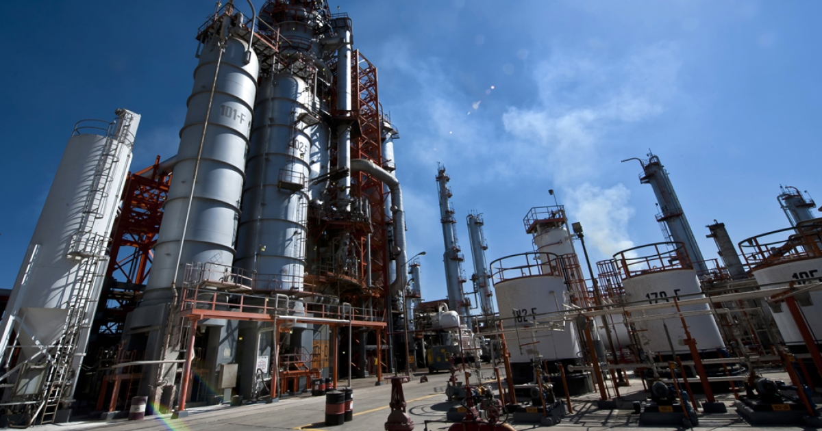 View of the structures used to precess oil at Mexican state-owned petroleum company PEMEX refinery in Tula, Hidalgo state, Mexico on March 8, 2011. AFP PHOTO/OMAR TORRES (Photo credit should read OMAR TORRES/AFP/Getty Images)</p>
