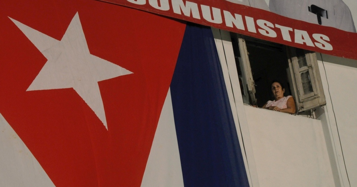 A Cuban woman observes from a balcony celebrations marking the 156th birth anniversary of renowned Cuban poet and national hero Jose Marti, Jan. 28, 2009.</p>