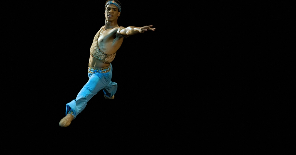 Carlos Acosta, a Cuban dancer with the UK's Royal Ballet, performs on July 15, 2009 at Garcia Lorca theater in Havana during a special presentation with members of the Cuban National Ballet.</p>