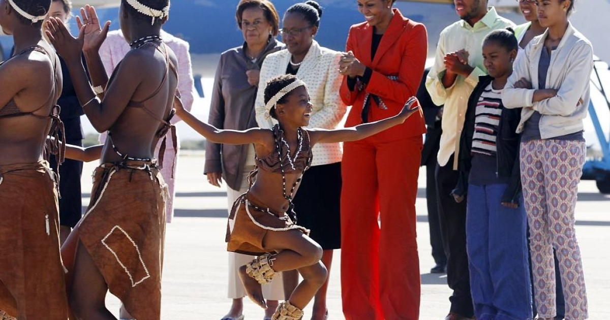 Traditional dancers in Gaborone, Botswana greet Michelle Obama and her family on June 24, 2011. From left to right are her mother Marian Robinson; Assistant Minister of Finance and Development Planning Gloria Somolekae; first lady Michelle Obama, nephew Avery Robinson, daughter Sasha Obama; niece Leslie Robinson; daughter Malia Obama.</p>