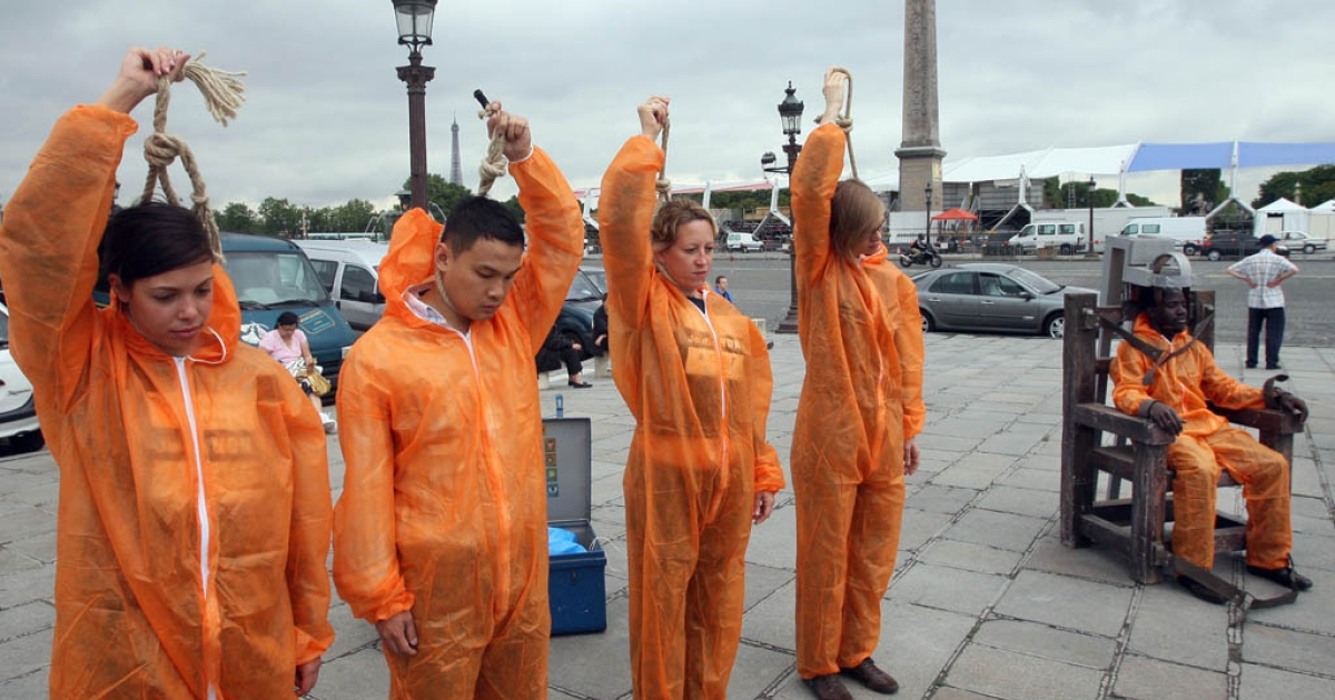 People protest the death penalty in the United States on July 2, 2008, in Paris. Canada is also embroiled in the debate after a Conservative senator suggested letting the worst criminal