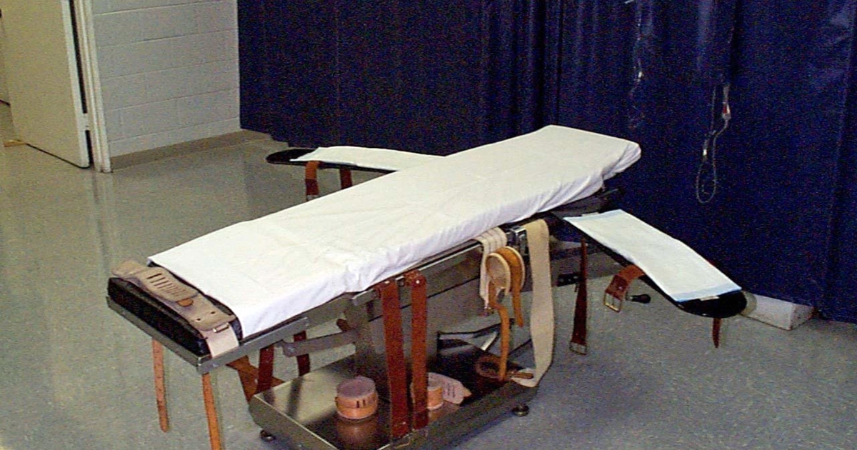 The number of death sentences given out in the United States decreased by 75 percent in the last 35 years.</p>