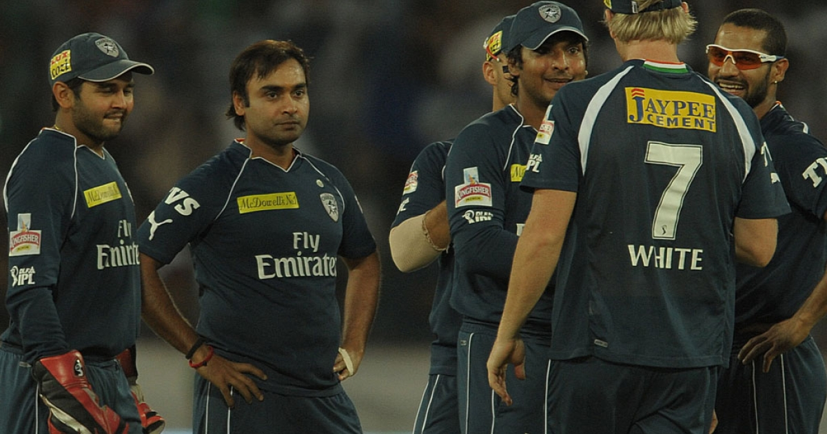 Deccan Chargers bowler Amit Mishra (second, left) and teammates gather against the Royal Challengers Bangalore at Rajiv Gandhi International Stadium in Hyderabad on May 20, 2012.</p>