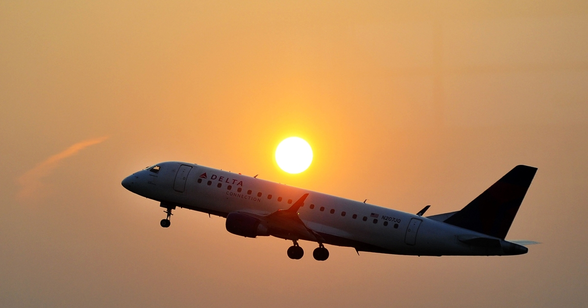 A Delta airline's aircraft takes off from the Ronald Reagan National airport as the sun rises in Washington, DC, on June 9, 2011.</p>