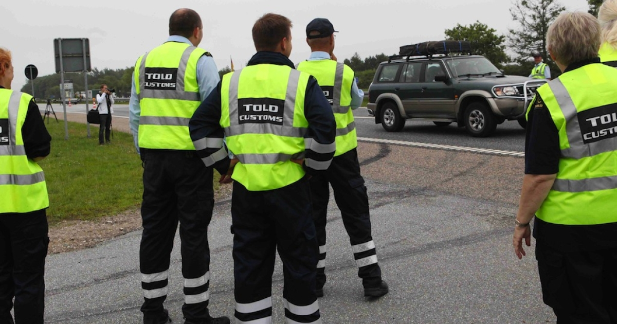 Custom officers conduct spot controls at the German-Danish border, on July 05, 2011 in Flensburg, Germany. Last year, Denmark reintroduced checks along its borders to Germany and Sweden - which were previously abolished under the Schengen Agreement. Denmark's new government is rolling back those immigration controls.</p>